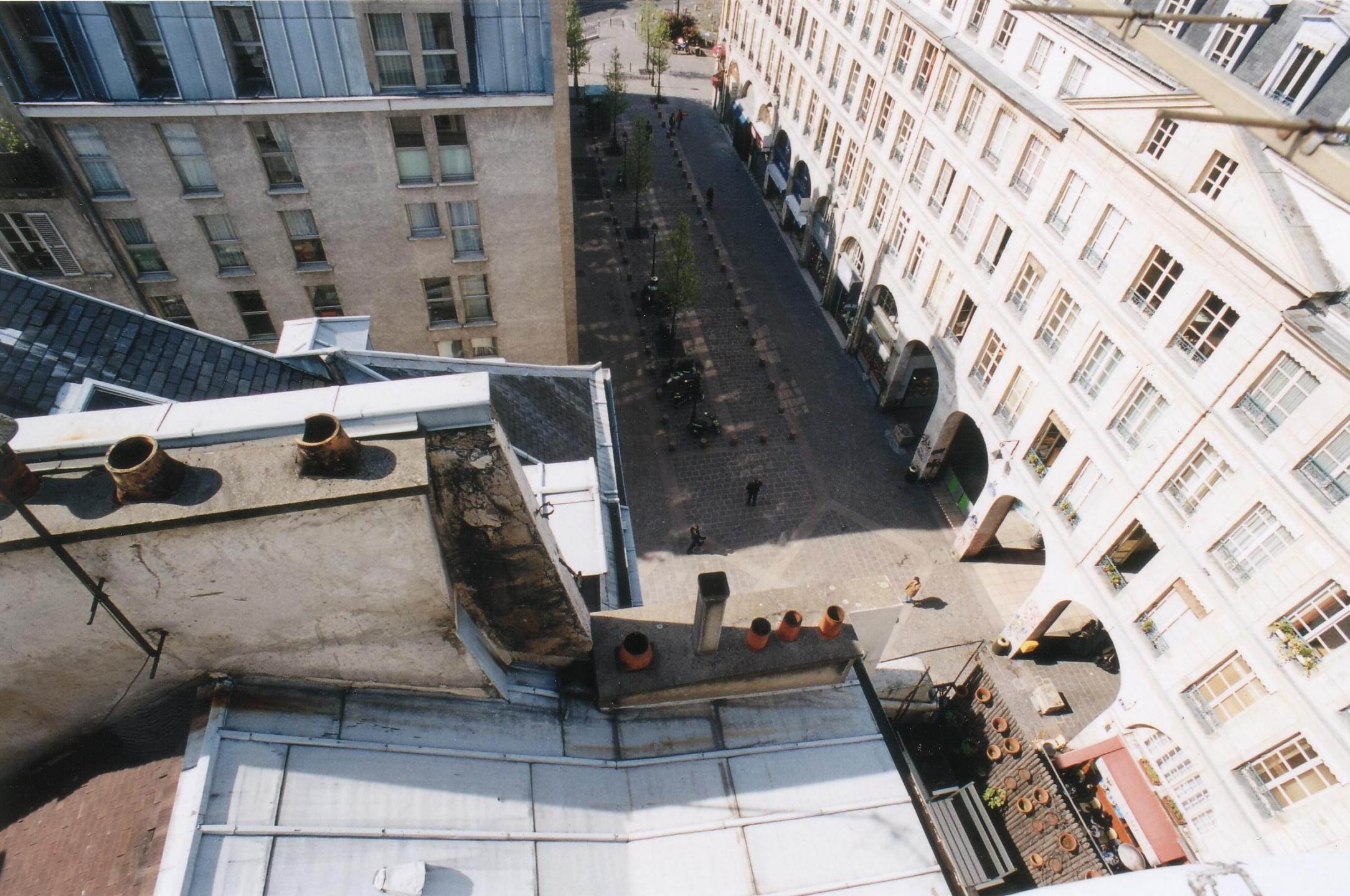 rue de la ferronnerie in paris. Black Bedroom Furniture Sets. Home Design Ideas