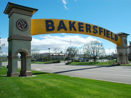 Pictures of Bakersfield (the famous Bakersfield sign)